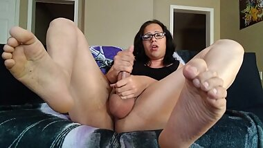 Masturbating Trans Girl and Her FEET